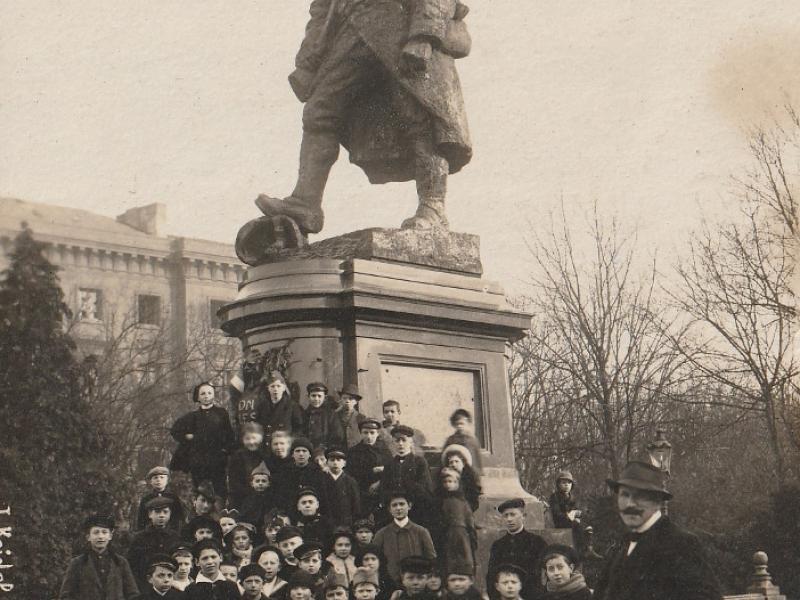 Le Poilu à Metz. Carte postale 1919