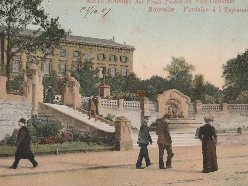 Brunnen am Prinz Friedrich Karl Denkmal. Carte postale du début XXe s.